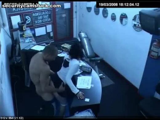 skritaya-kamera-pod-rabochem-stolom