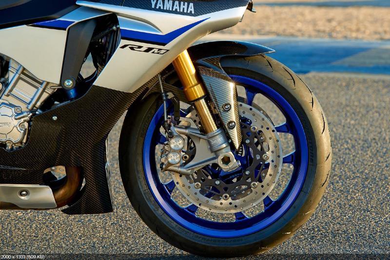 Трековый спортбайк Yamaha YZF-R1M 2015