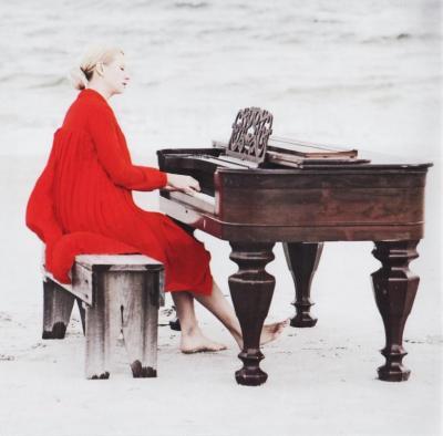 Valentina Lisitsa – Chasing pianos (Michael Nyman) / 2014 Decca