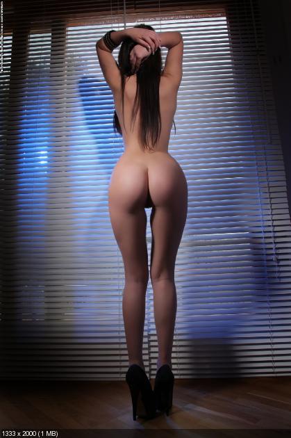 голая девушка вид сзади фото