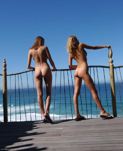 Twins_in_the_blue